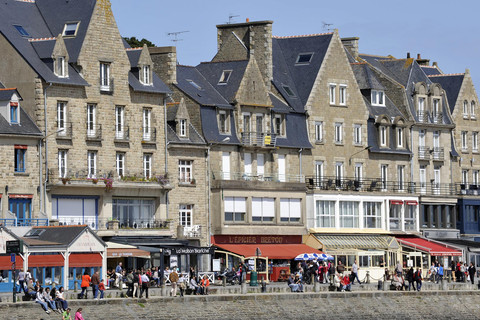 Port atmosphere in Cancale